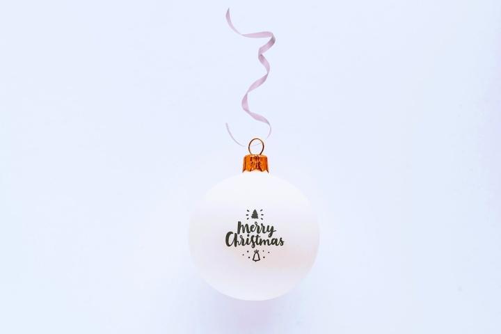8 Tips voor Minimalistische + Budgetvriendelijke Kerstdecoratie