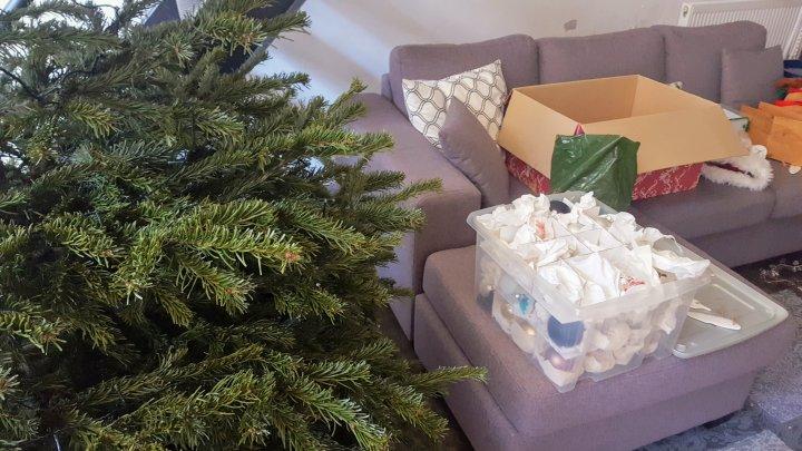Zwart Wit Kerstdecoraties : Een les in kerstversiering #ontspullen u2013 minimalist dutchie