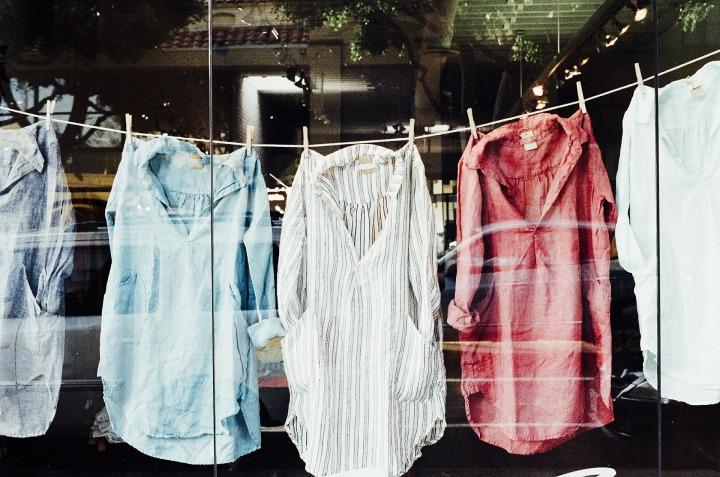 kledingbank, kleding lenen, wat is een kledingbibliotheek