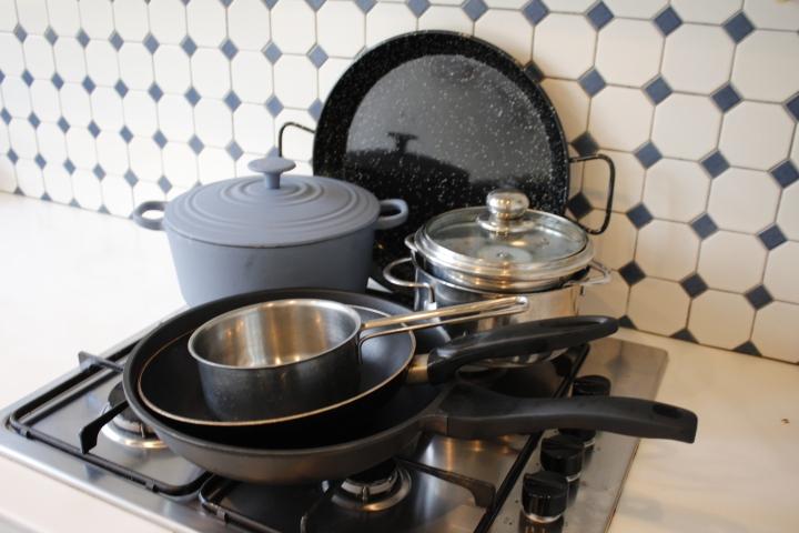 Minimaliseren in de keuken: dit zijn mijn 7pannen